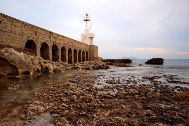 Foto di Paesaggio con faro ad Otranto da una prospettiva diversa.