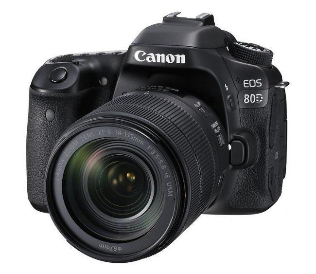 Fotocamera reflex Canon 80D.