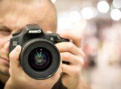 Comprare una fotocamera reflex.