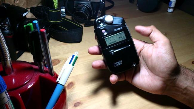 Misurazione della luce incidente con esposimetro digitale esterno.