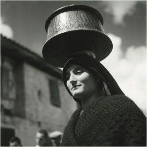 Celebre foto della fotografa greca Papaioannou.