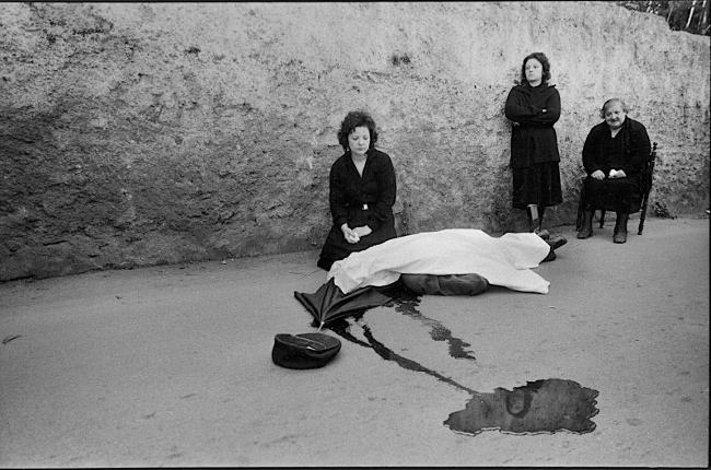 Omicidio mafioso in Sicilia, foto di Letizia Battaglia.