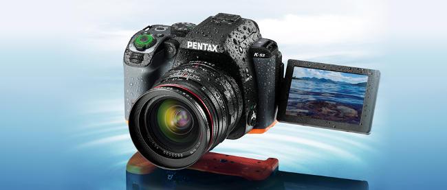 La fotocamera reflex Pentax KS-2.
