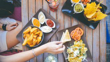 fotografare il cibo ed i piatti al ristorante.
