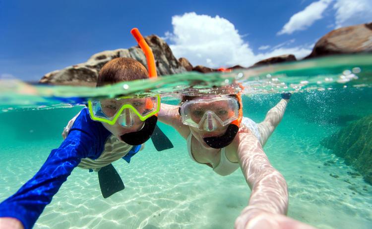 Fotografia sott'acqua al mare snorkeling.