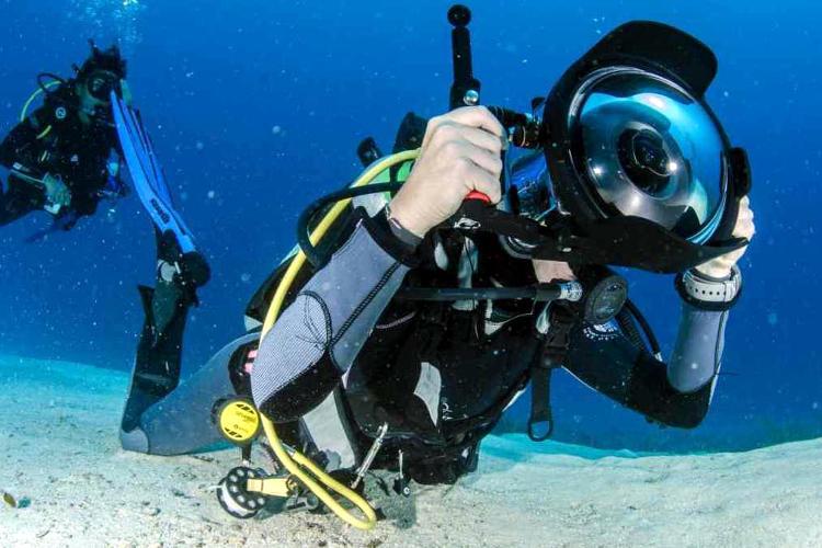 Fotografia subacquea con attrezzatura reflex.
