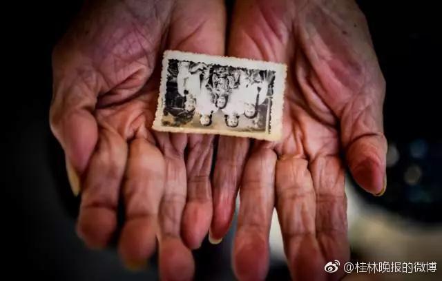 Una foto della famiglia della fotografa cinese.