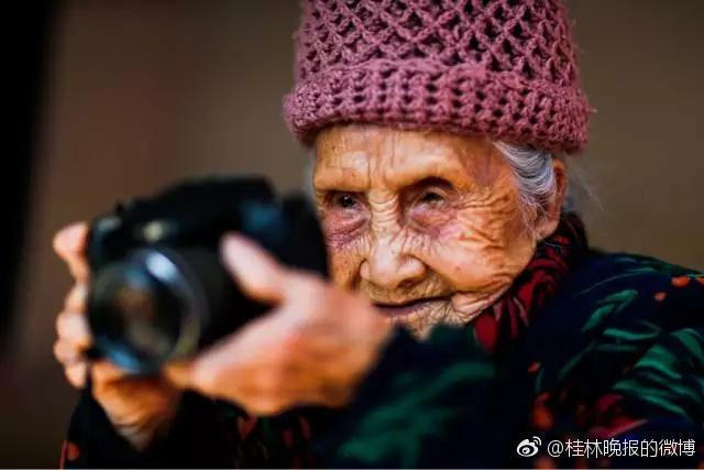 Li Yuzhen, la fotografa cinese di 105 anni.