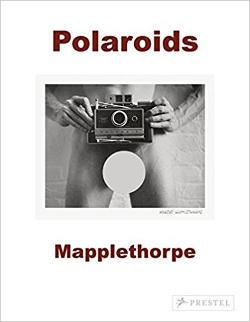 Libro con le fotografie Polaroid di Robert Mapplethorpe.