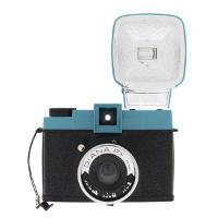 Fotocamera Lomo Diana F+ con flash.