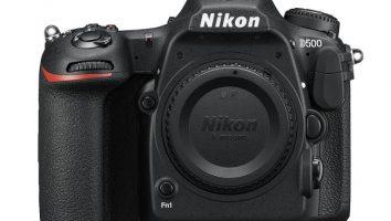 Fotocamera digitale reflex Nikon D500.