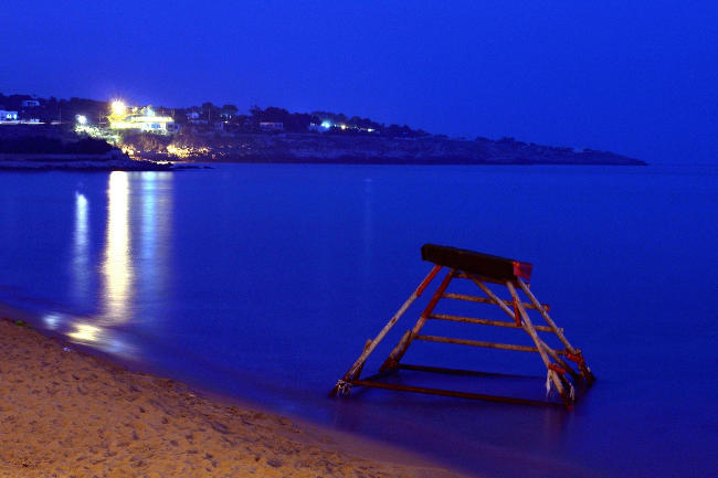 Foto ora blu al crepuscolo, al mare.