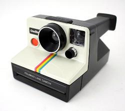 La fotocamera Polaroid 1000 OneStep, molto semplice da usare.
