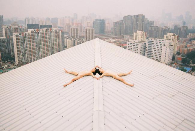 Fotografia dell'artista cinese Ren Hang.