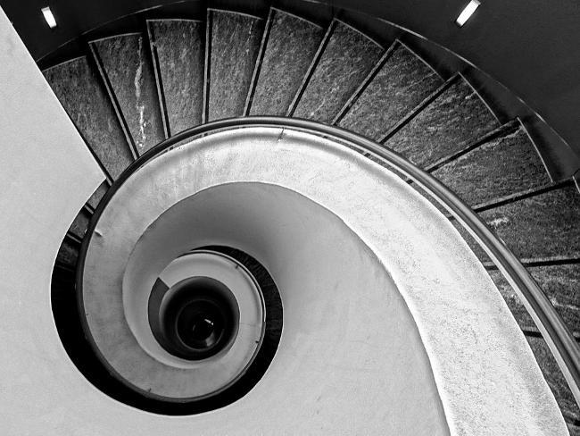 La spirale aurea in una fotografia delle scale.