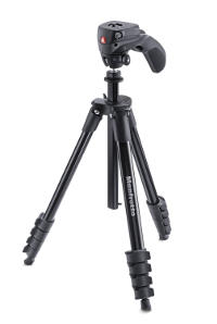 Treppiede Manfrotto per foto e video, con testa ibrida.