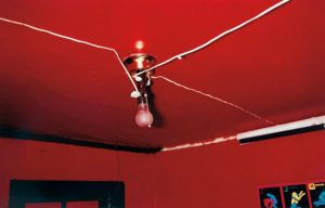 """The red ceiling"" di William Eggleston."